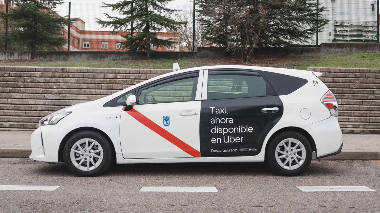 Un taxi integrado en la app de Uber en Madrid.