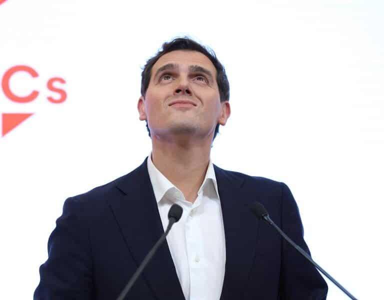 """El entorno de Rivera descarta que participe en las listas del PP y se inclina por un """"apoyo externo"""" a Casado"""