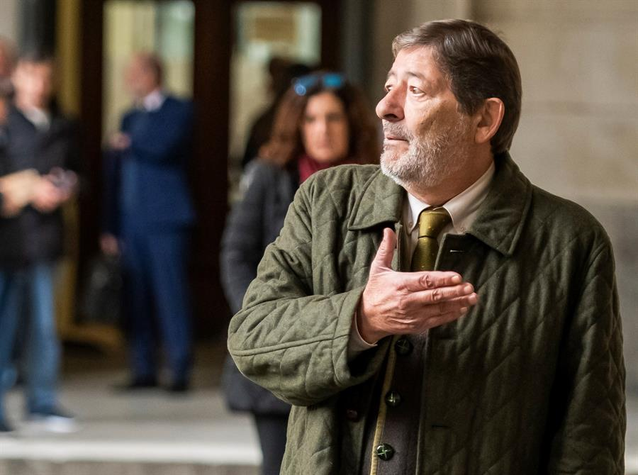 Javier Guerrero, ex director general de Trabajo de la Junta de Andalucía, llegando este jueves a la Audiencia de Sevilla para la 'vistilla'.