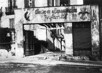 Acceso a la casa natal de Sabino Arana tras ser tomada por las tropas franquistas.