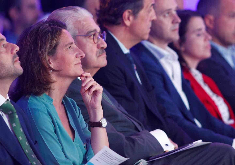 La ministra para la Transición Ecológica, Teresa Ribera, y el consejero delegado de Endesa, José Bogas.