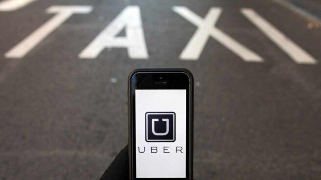 Un móvil con la aplicación de Uber.