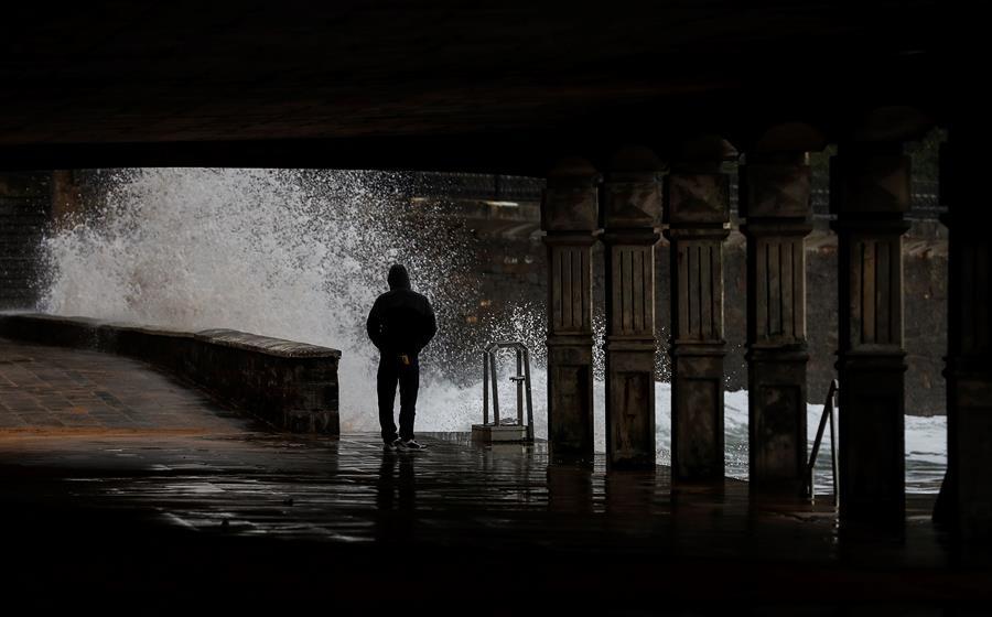 La semana comienza con cuarenta provincias bajo aviso por lluvias y viento