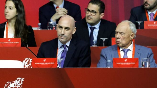 El presidente de la RFEF, Luis Rubiales junto a Antonio Suárez Santana.