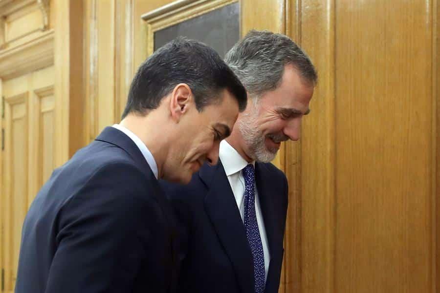 Sánchez accede a ver a Torra y convoca a los presidentes autonómicos para enmascararlo