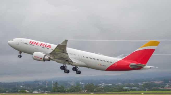 Avión modelo A330 de Iberia.