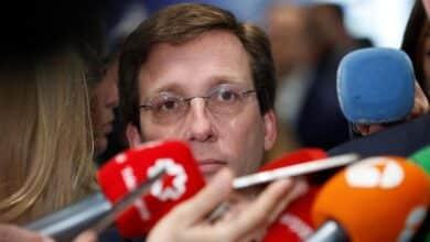 Almeida aprovecha la renuncia de un edil de Más Madrid para sacar el Presupuesto