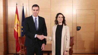"""Arrimadas dobla su apuesta: """"Si Sánchez rectifica, el PP se tendrá que sentar"""""""
