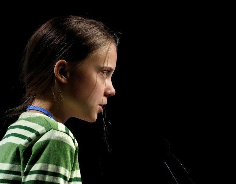 """Greta Thunberg: """"No es ético que un país vacune a jóvenes, a expensas de las personas más vulnerables"""""""