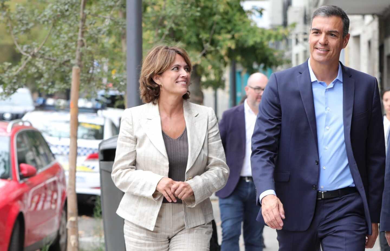 La ex ministra de Justicia, Dolores Delgado, y el presidente del Gobierno en funciones, Pedro Sánchez.