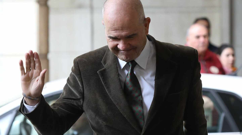 Manuel Chaves, dirigiéndose a la Audiencia de Sevilla a recoger la sentencia del 'caso ERE'.