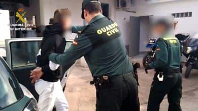 Calabozos desbordados y guardias eternas, el panorama diario en la Fiscalía de Menores de Madrid