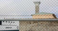 Un autobús de la Guardia Civil, en el centro penitenciario de Soto del Real (Madrid).