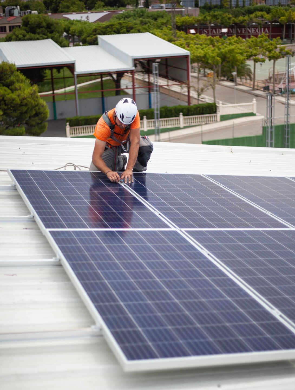 Instalación de paneles fotovoltaicos para autoconsumo.