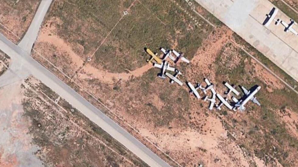 Aviones abandonados en el aeropuerto de Valencia.