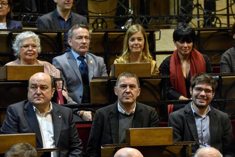 Andoni Ortuzar, Arnaldo Otegi y Lander Martínez, durante un homenaje a los lehendakaris del Gobierno vasco en el exilio.