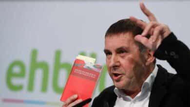 Otegi se rinde ante Sánchez y anuncia su apoyo a los presupuestos