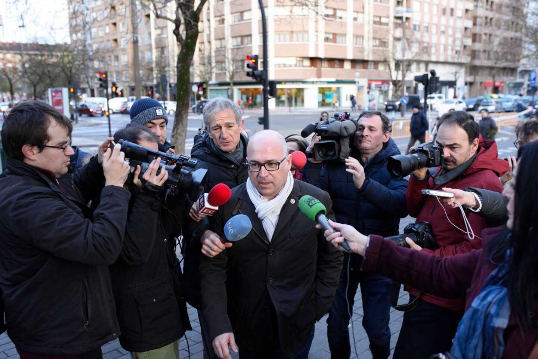 Alfredo De Miguel, cabeceilla de la trama de cobro de comisiones ilegales, a su llegada a la Audiencia.