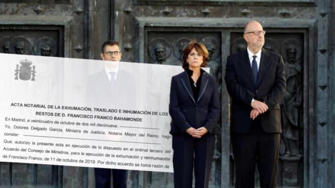 Dolores Delgado, flanqueada por Félix Bolaños y Antonio J. Hidalgo, el pasado 24 de octubre a las puertas de la basílica del Valle de los Caídos.