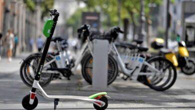 Almeida deja a la periferia de Madrid sin gran parte de sus patinetes eléctricos