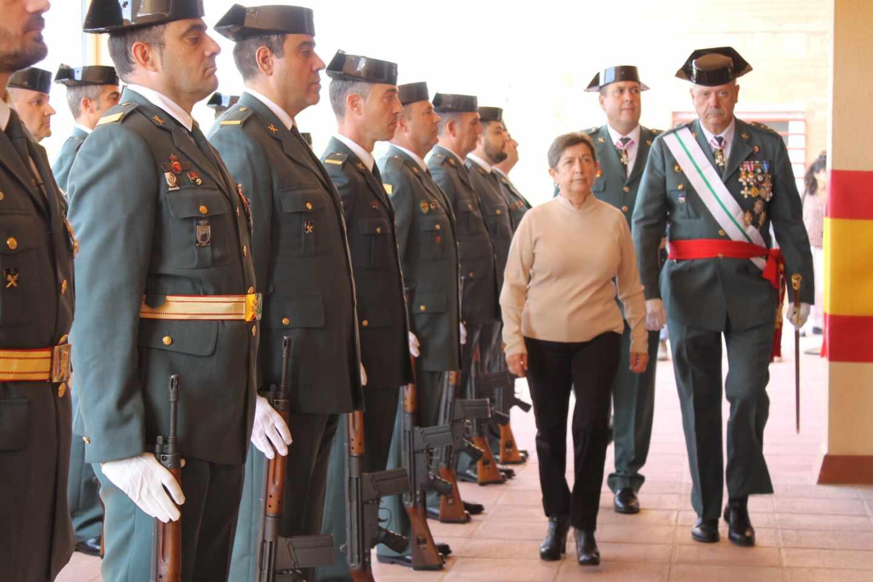 El general Pedro Garrido acompaña a la delegada del Gobierno en Cataluña, Teresa Cunillera, en un acto de la Guardia Civil.