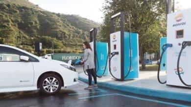 Repsol compra una red de 1.200 enchufes para cargar coches eléctricos por toda España