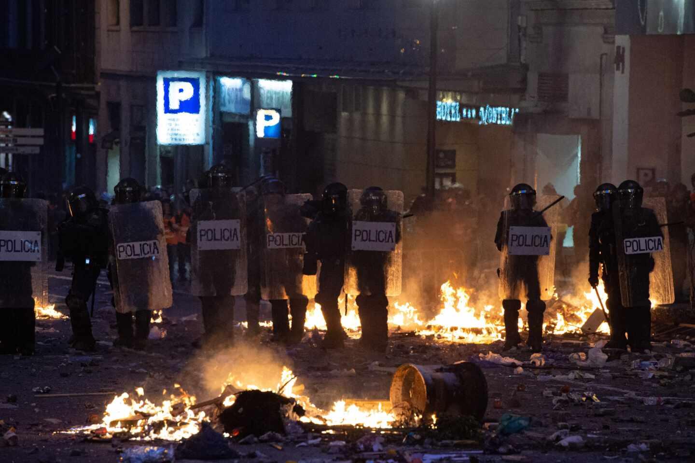 Una línea de agentes de los 'Antidisturbios' de la Policía Nacional, en las inmediaciones de la Plaza de Urquinaona durante los altercados de octubre.