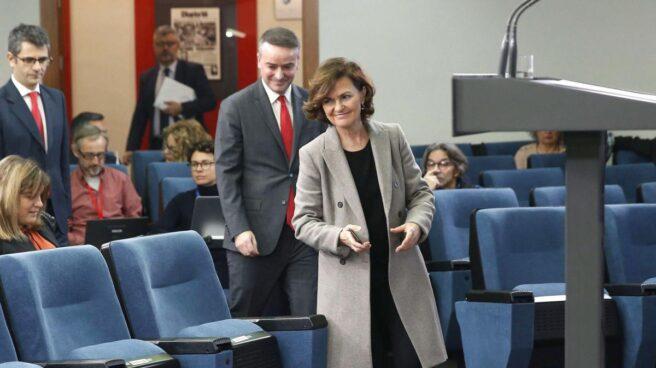Iván Redondo y Carmen Calvo en la sala de prensa de la Moncloa.