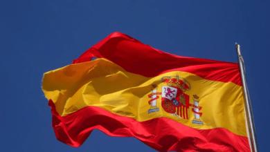 El consejero más 'patriota' de Ayuso: 65.700 € en banderas de España cuando era alcalde