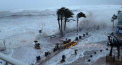 El temporal 'Gloria' sacude a Jávea: fuertes olas, destrozos en tiendas y cierre de colegios