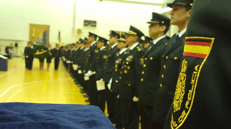 Policía nacionales formados en la jura de una promoción en la Escuela de Ávila.