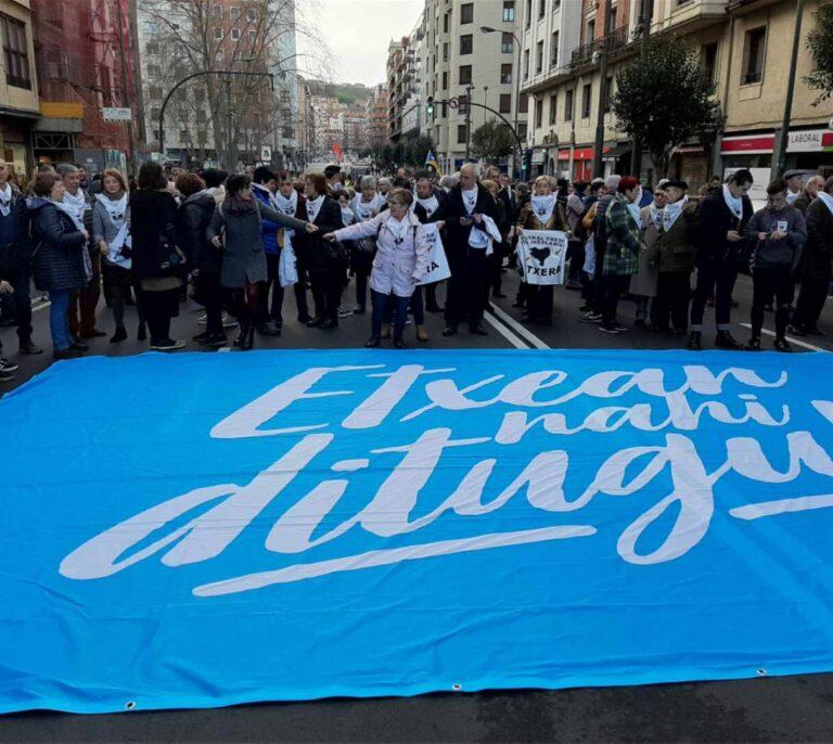 """Llaman a """"llenar las calles"""" en apoyo a los presos de ETA y su """"acercamiento a casa"""""""