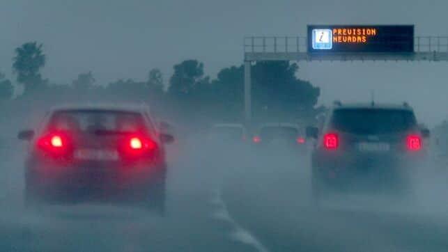 La nieve causa cortes y restricciones al tráfico en más de mil kilómetros