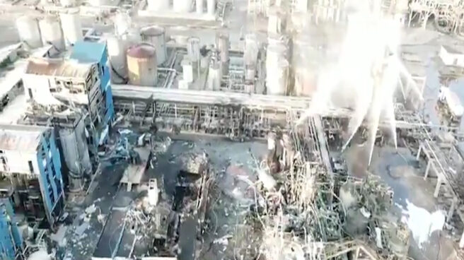 Imagen de la petroquímica de Tarragona un día después de la explosión
