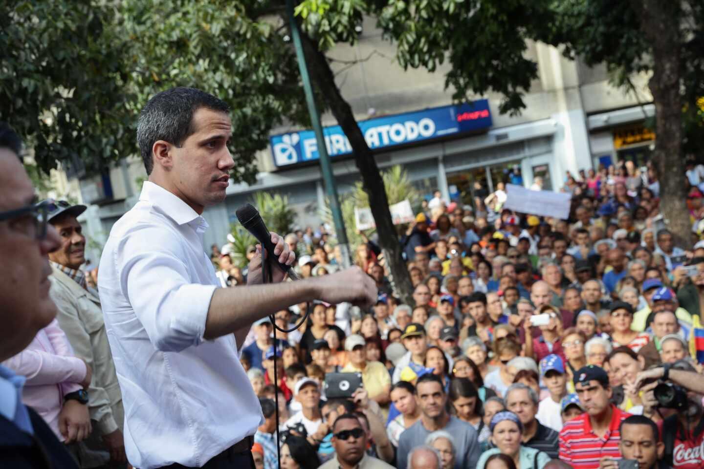 Juan Guaidó asamblea calle