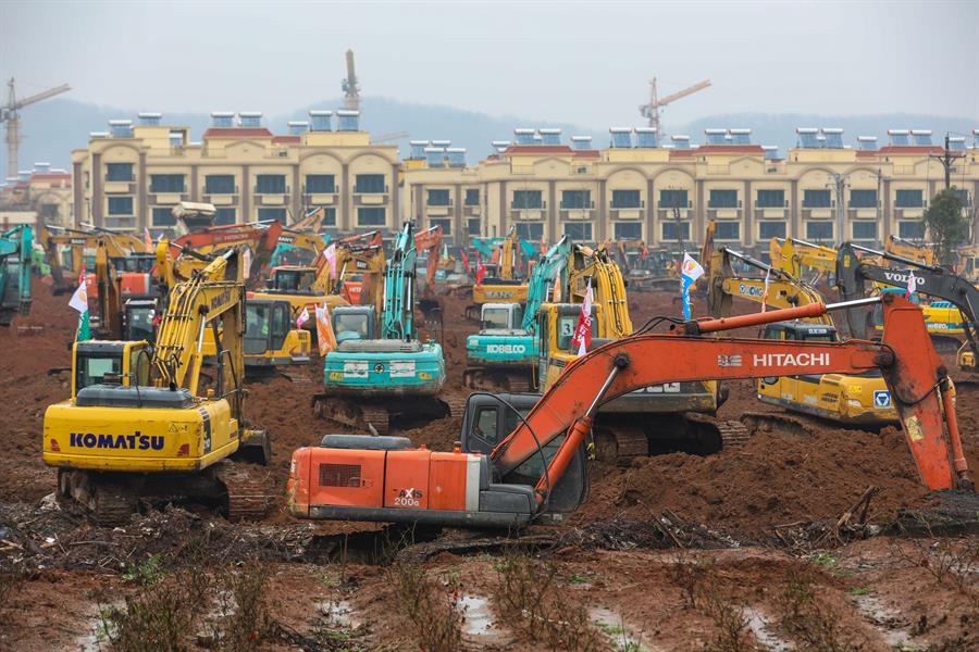 China construye un hospital de mil camas.
