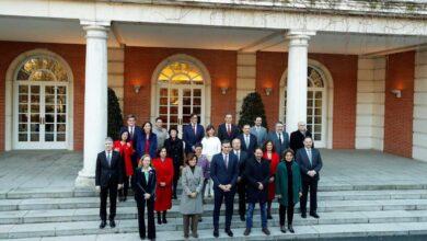Sánchez y sus 22 ministros posan en la Moncloa