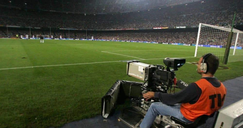 Cámara de televisión en el Camp Nou