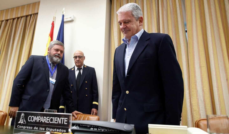 Pablo Crespo y su abogado, Miguel Durán, en una comparecencia en el Congreso de los Diputados.