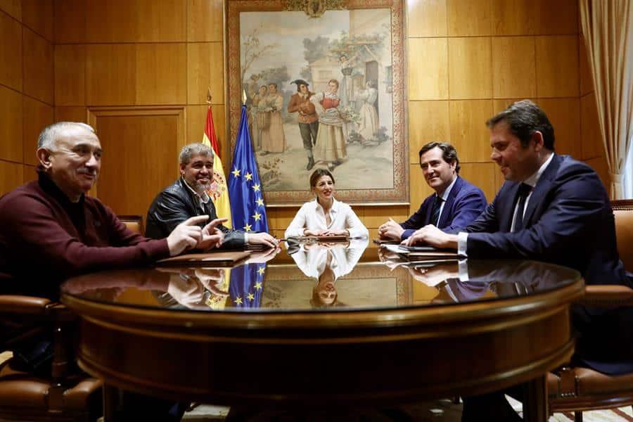 El Gobierno volverá a reunirse con patronal y sindicatos el 4 de septiembre para abordar la prórroga de los ERTE