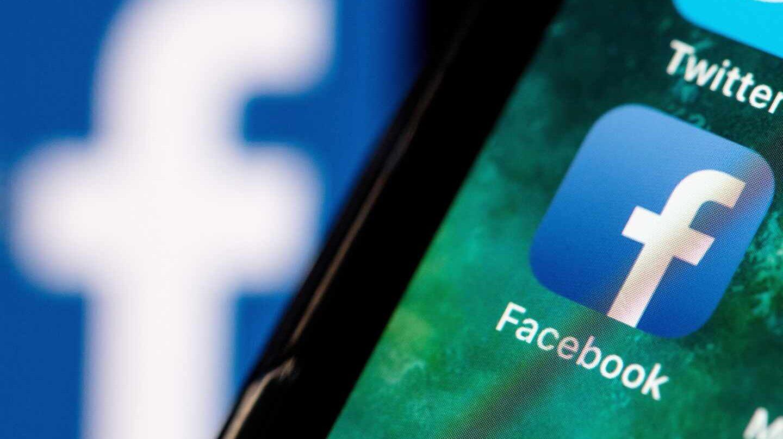 La aplicación de Facebook en un teléfono móvil.