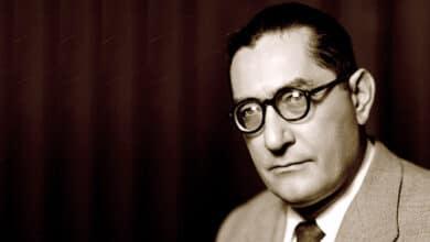 Luis Rosales, el poeta falangista denostado por llorar a Lorca