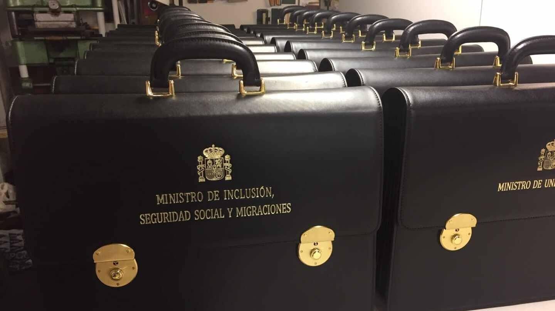 Los maletines para los ministros, dispuestos para su entrega en el taller de Del Barrio Estudio.