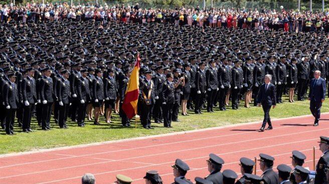 Fernando Grande-Marlaska y Francisco Pardo Piqueras, en la jura de una promoción de policías.