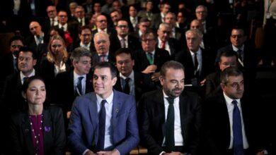 """Sánchez defiende recuperar el """"empleo digno"""" en el turismo y el sector se queja del golpe de subir el SMI"""