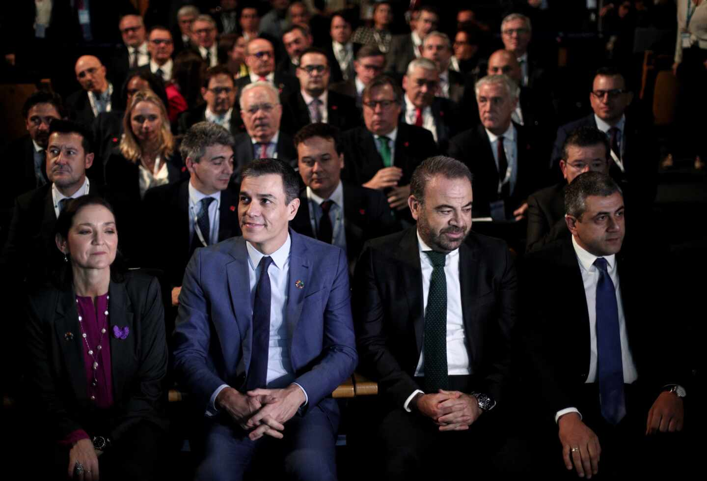 El presidente del Gobierno, Pedro Sánchez, y el consejero delegado de Meliá, Gabriel Escarrer.