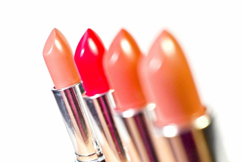 """La Asociación Nacional de Cosmética: """"Las barras de labios se pueden usar con total garantía"""""""
