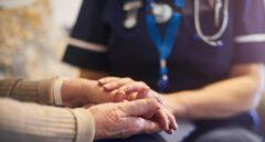 Neurólogos alertan de los riesgos de un nuevo confinamiento para los enfermos de Alzheimer