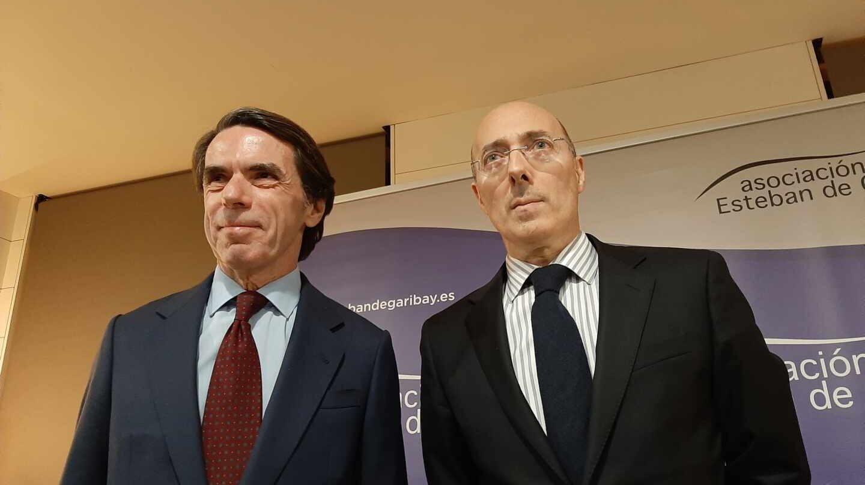 El expresidente José María Aznar y el exdelegado del Gobierno en Euskadi, Carlos Urquijo.
