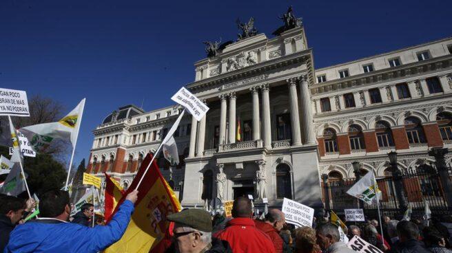 Protesta de los agricultores frente al Ministerio en Madrid